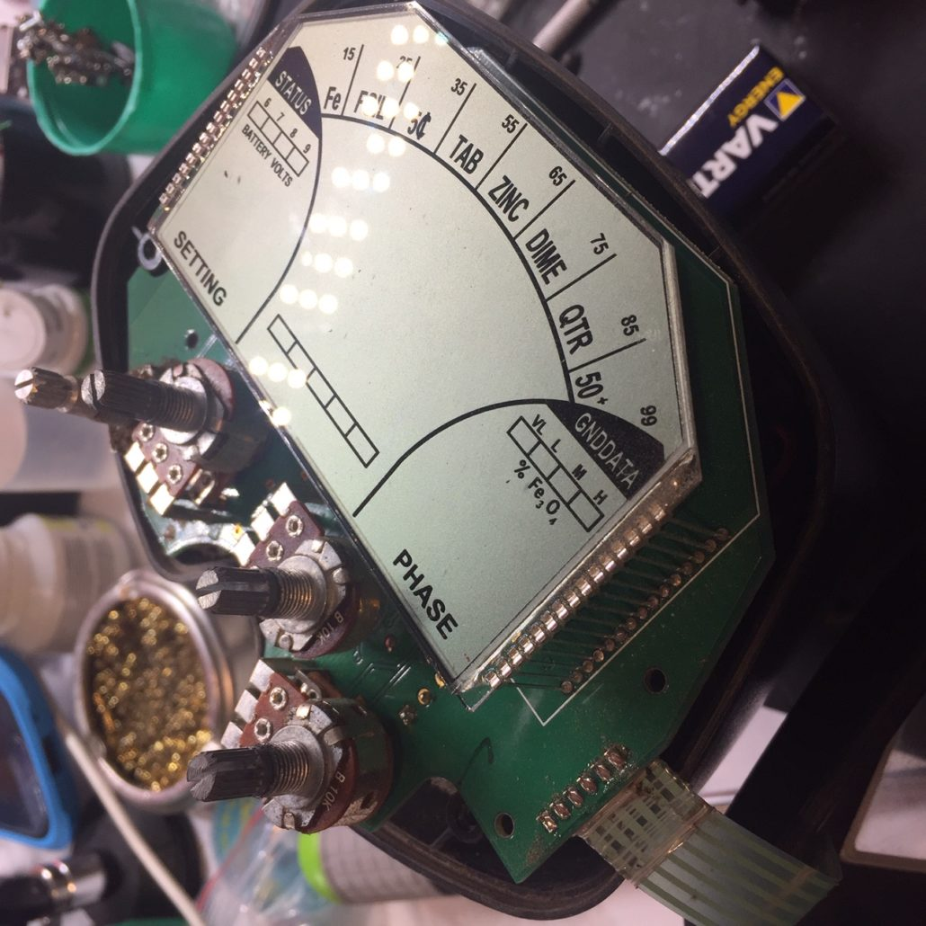 Wykrywacz Fisher F5 nie działa piszczy - zdjęcie płyty głównej